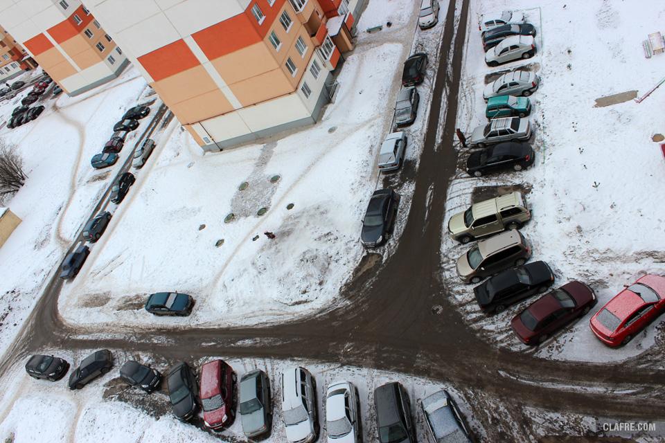 Стоянка автомобилей на пешеходных дорожках, сброс снега на тротуар