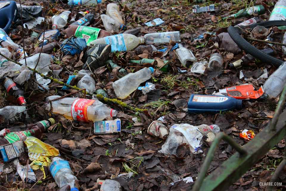 Свалка мусора у общежитий