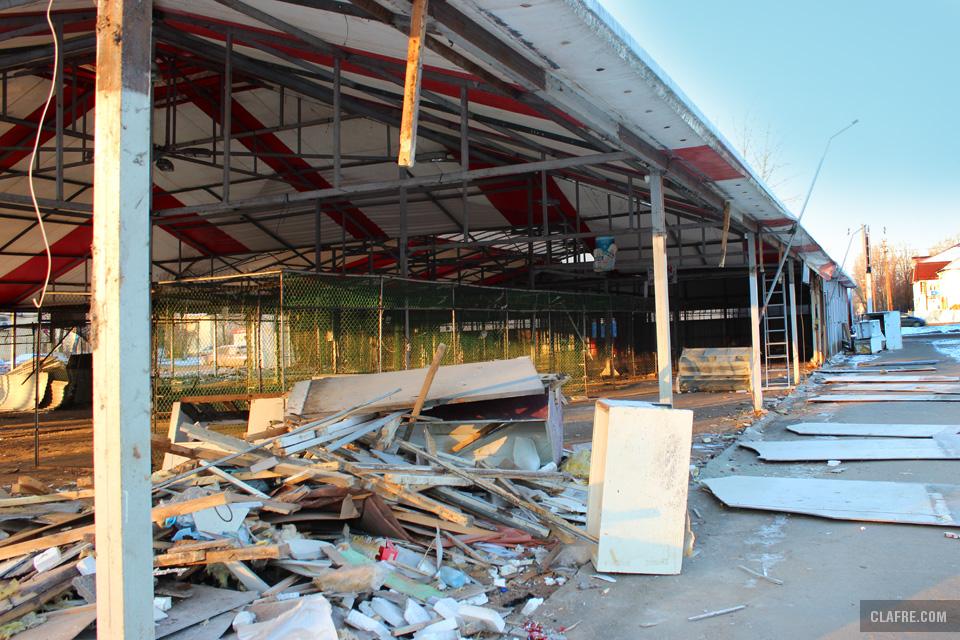 Содержимое и стены Сенного рынка демонтированы