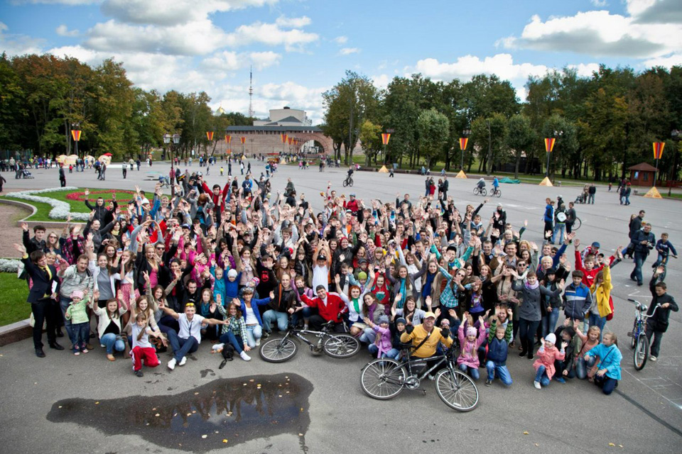 Перфоманс «Велосипед» в Великом Новгороде. Фото: Алексей Мальчук
