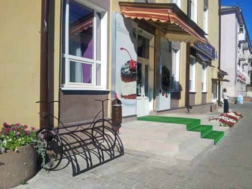 Велостоянка у кафе Бриошь