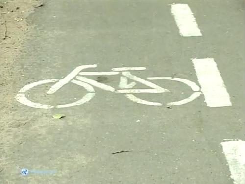 Новая велосипедная полоса в Великом Новгороде