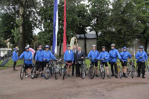Глава Пскова и мэр Великого Новгорода сфотографировались на память с велосипедистами