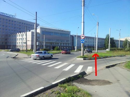 Въезд на путепровод со стороны площади Строителей