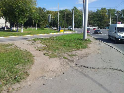 Съезд с путепровода на площадь Строителей