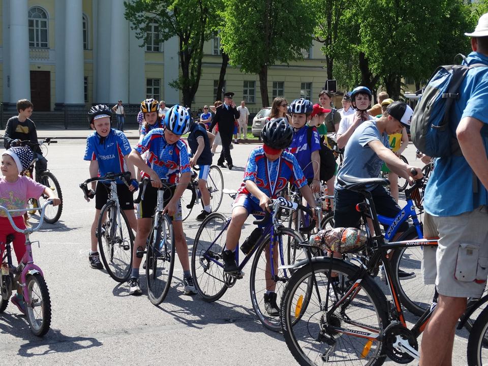 Участники соревнований «Вокруг колеса»