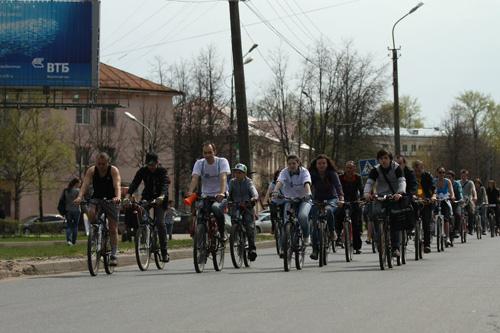 Колонна велосипедистов