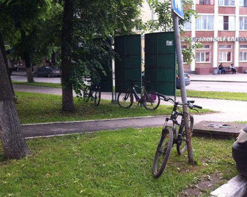Велопарковка у ИНПО