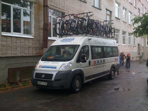 Микроавтобус с велосипедами