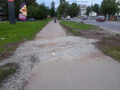 Тротуар на ж/д переезде у улицы Сенная