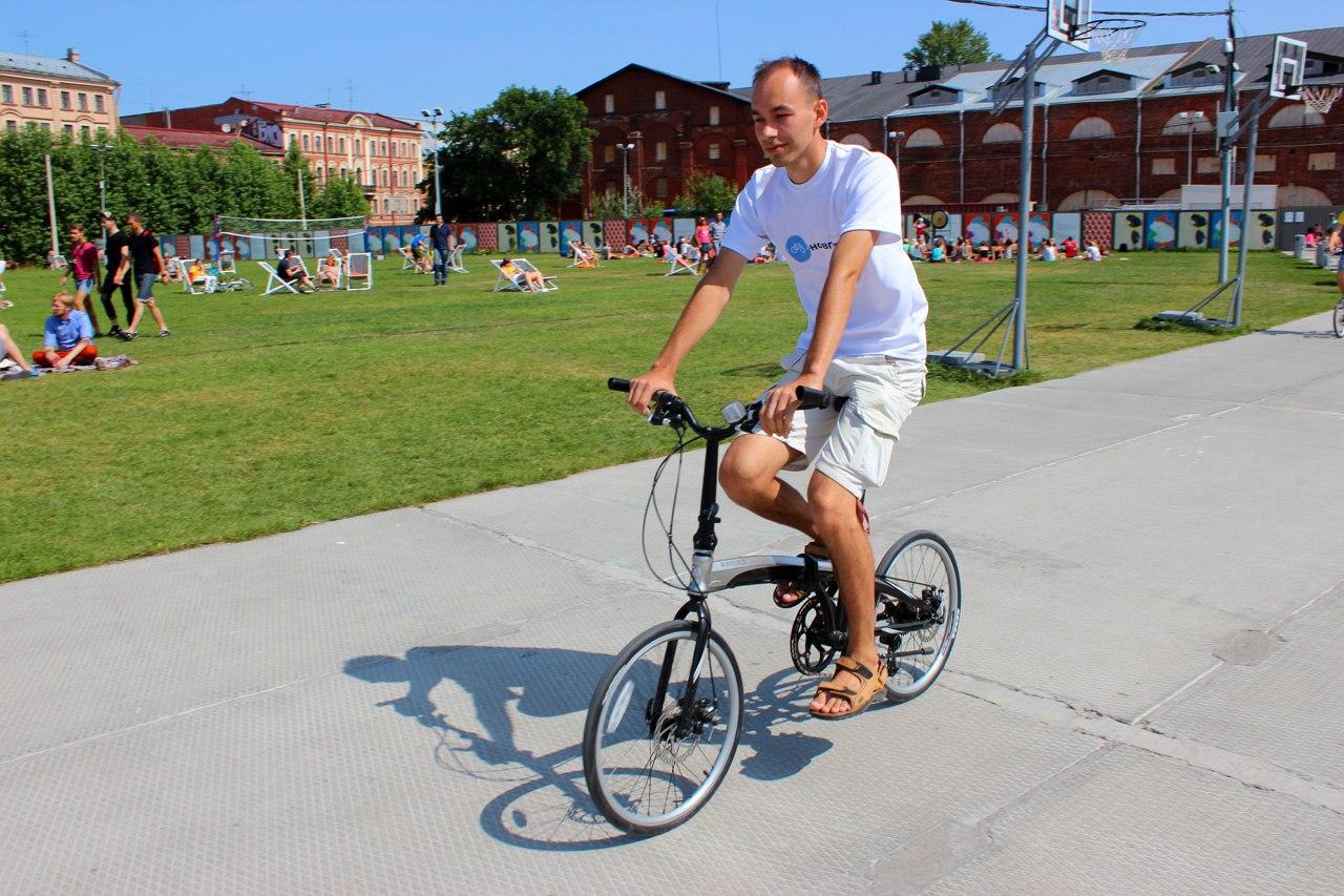 На складном велосипеде в «Новой Голландии»