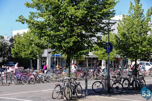 Массовые велопарковки в Хельсинки редко бывают свободными
