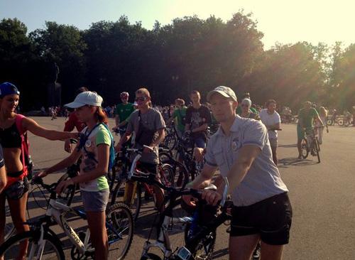 В массовом велопробеге в Великом Новгороде приняло участие около 500 горожан