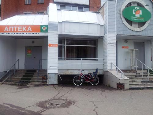 Велопарковка у аптеки отсутствует