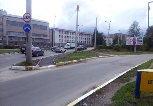Появился асфальтированный тротуар ведущий на путепровод