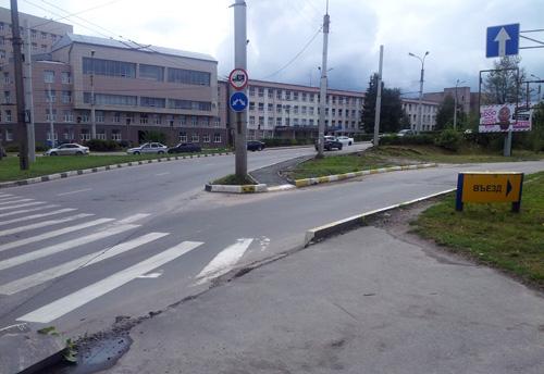 Не хватает знаков и разметки пешеходного перехода