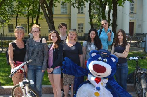 Учащиеся школы 14 с учителями Лихачевой М.В. и Косаревой И.В. на городских соревнованиях «Вокруг колеса»