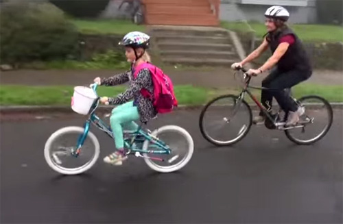 Родители с детьми на велосипедах