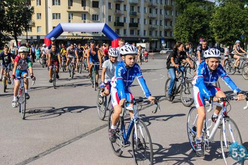 Воспитанники секции на велопробеге в День Физкультурника