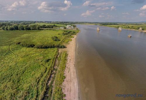 Берег реки Волхов на участке от Юрьева монастыря до «быков»
