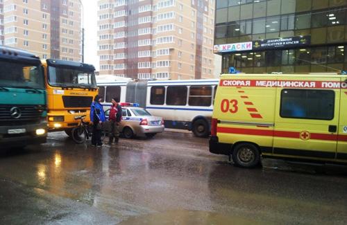 На Псковской грузовик сбил велосипедиста
