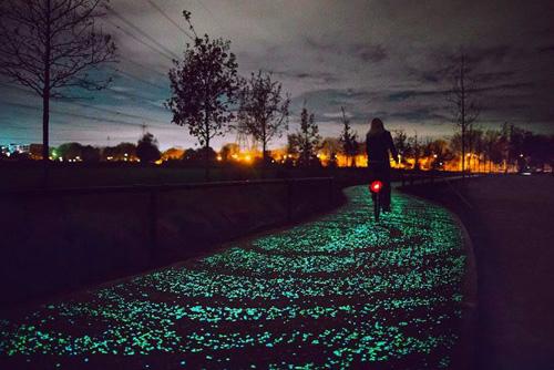 Светящаяся велодорожка в честь Винсента Ван Гога