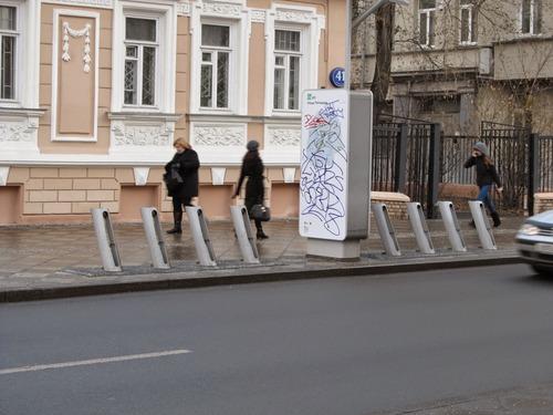 Велодорожка на Пятницкой улице в Москве
