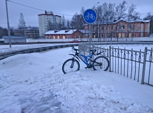 С началом велодорожки заканчивается уборка снега
