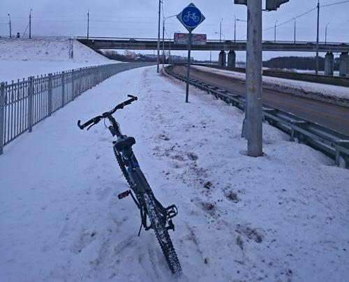 Велодорожка под Колмовским мостом зимой