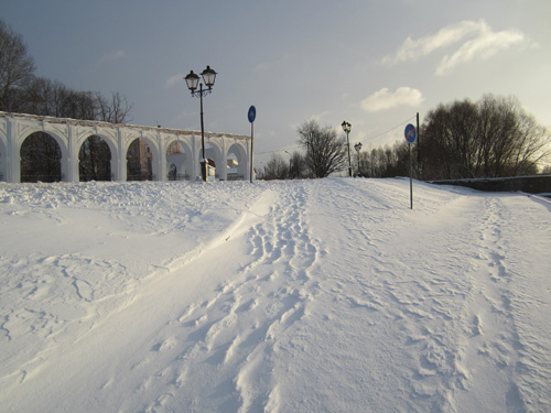 Новая велодорожка на набережной Невского «утонула» ещё до весны