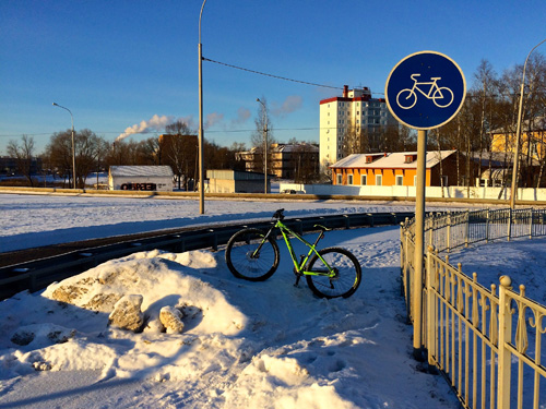 Начало велодорожки на спуске с Колмовского моста