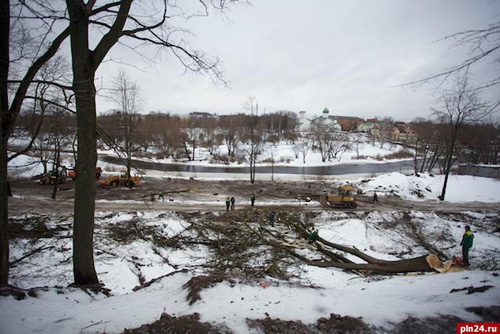 Реконструкция набережной реки Псковы продолжается