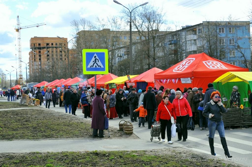 Пешеходная улица Попова во время ярмарки