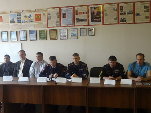 На пресс-конференции в здании городского ГИБДД