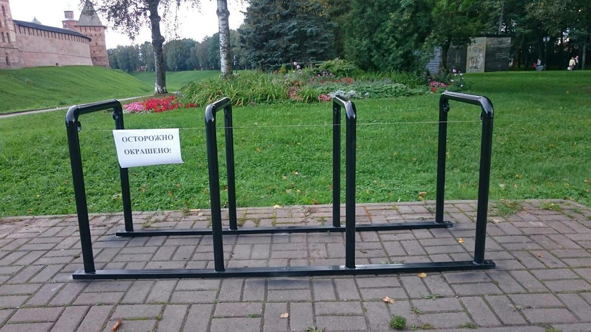Три велопарковки установлены в общественных местах Великого Новгорода