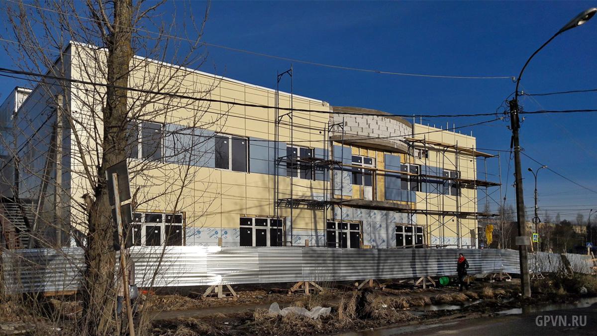 Строительство здания кафе и ресторана в конце улице Ломоносова