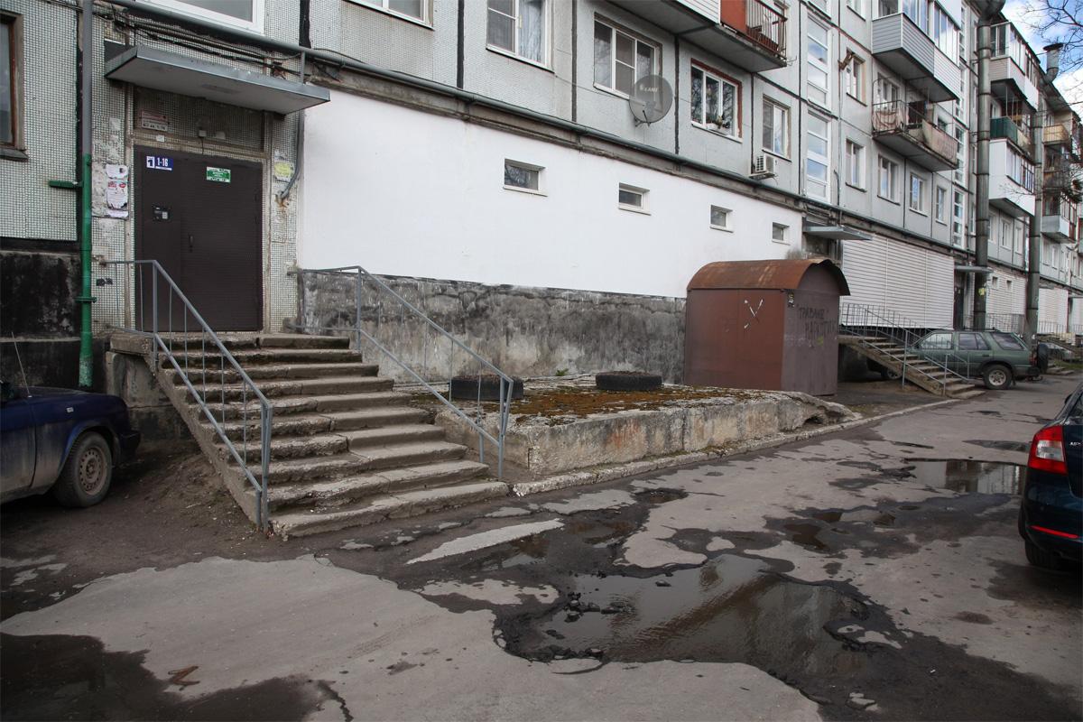 Двор дома 76 по Большой Московской улице