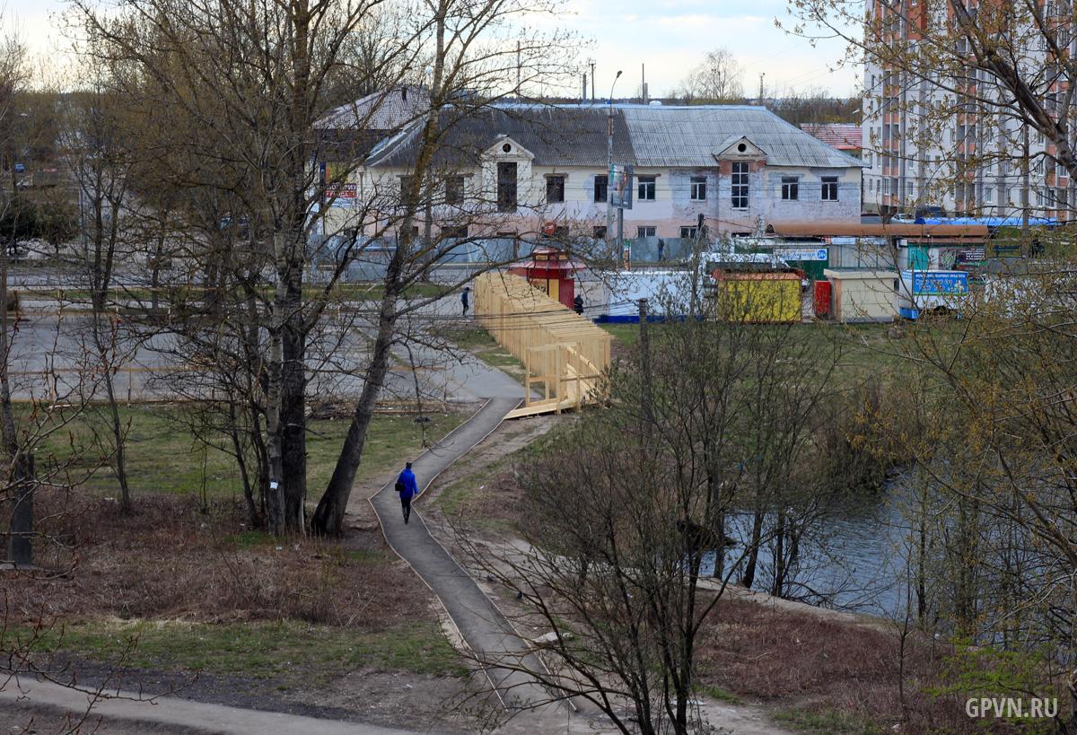 Ограждения у пруда в «Луговом»