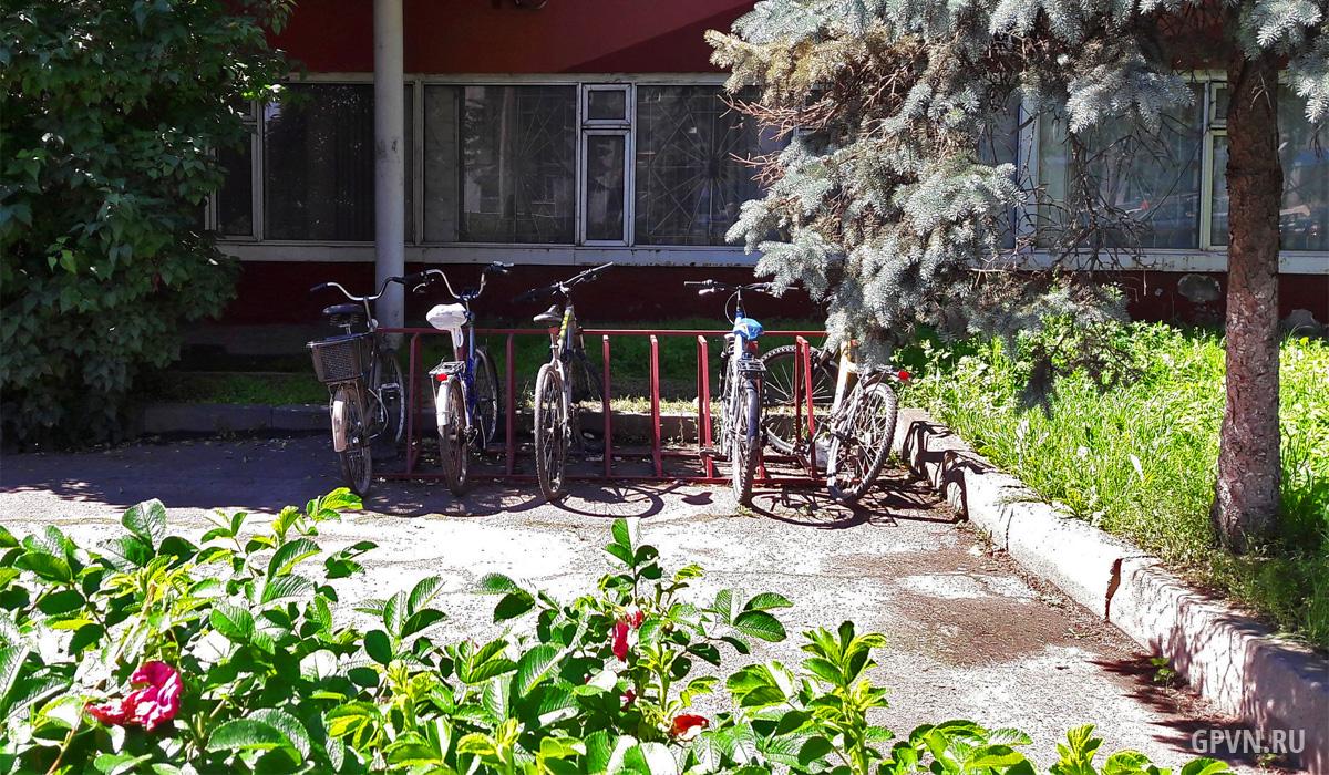 Велопарковка у «Трансвита»