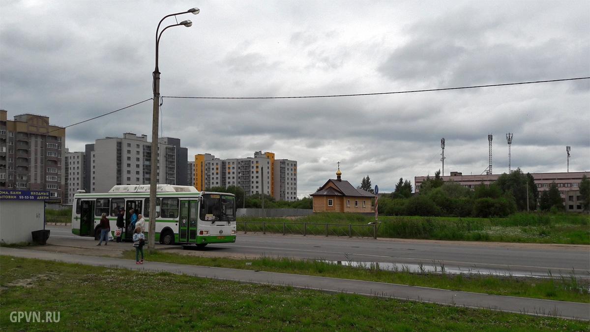Городской автобус на Псковской улице