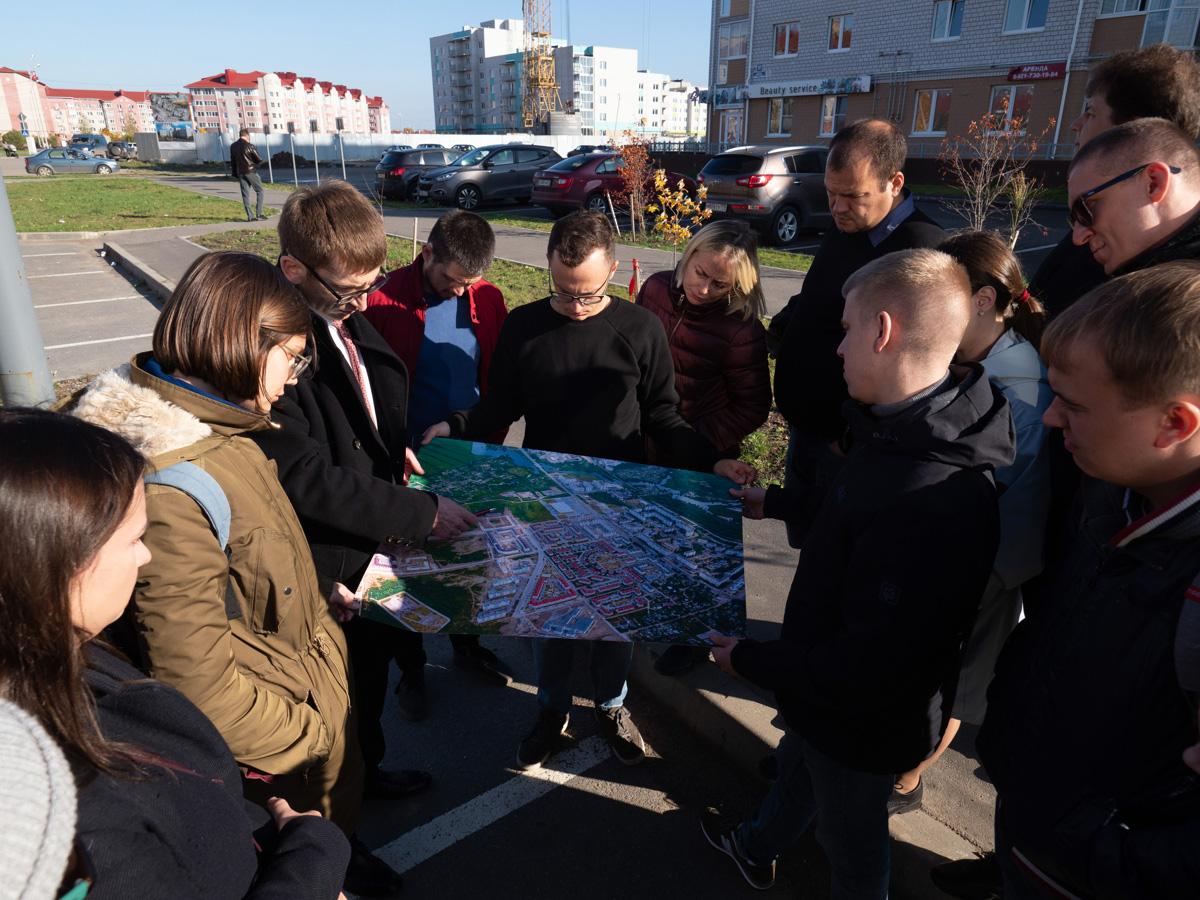 Евгений Жилин знакомит с жилыми кварталами