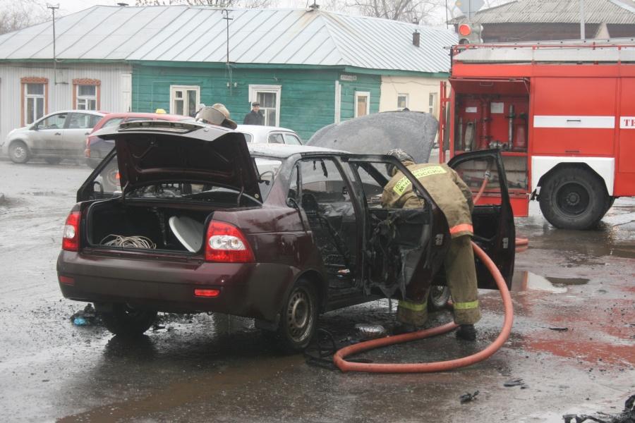Тушение горящего автомобиля