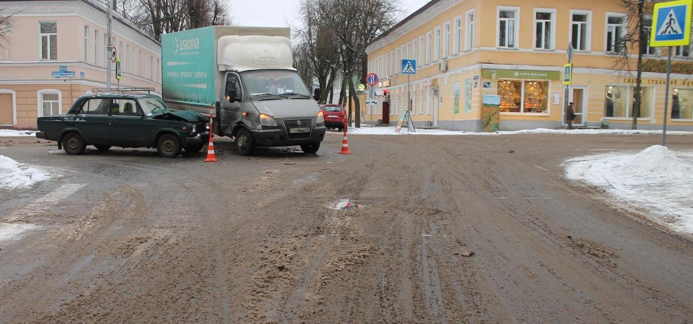 ДТП на Большой Московской улице