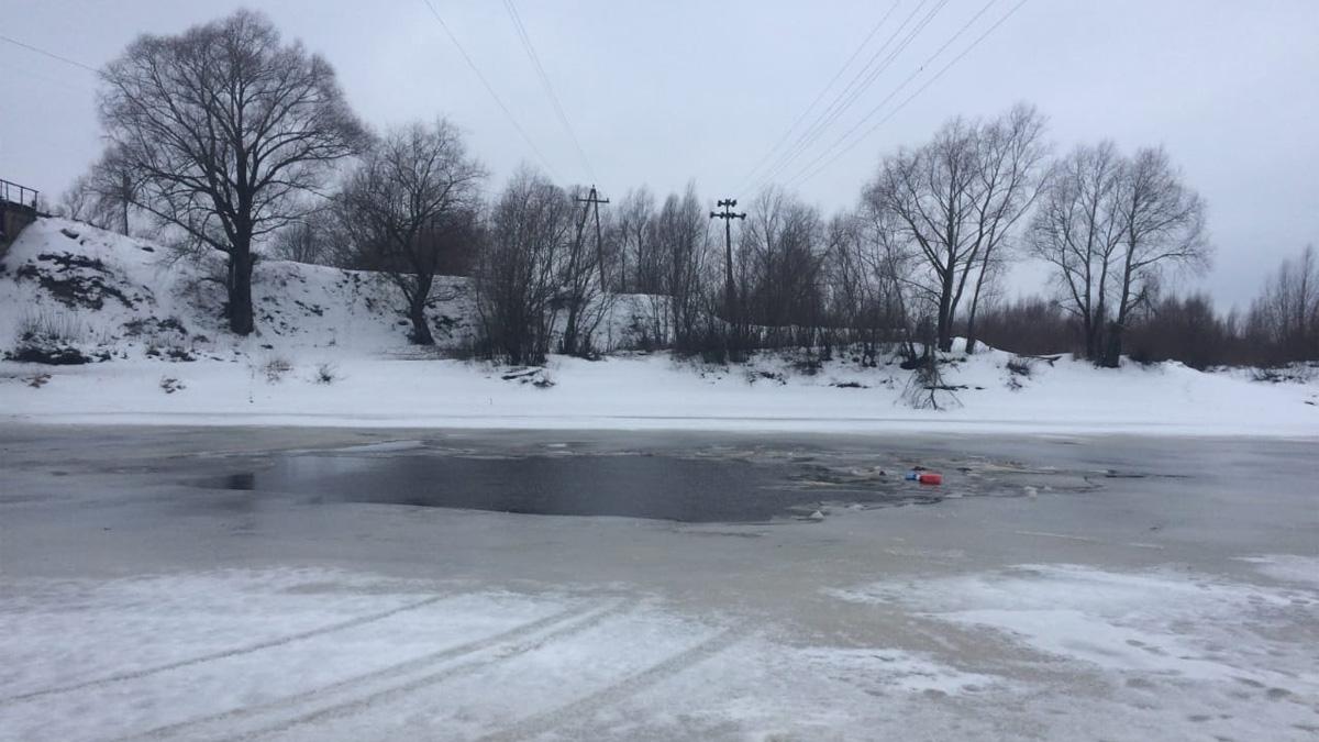 Автомобиль провалился под лёд