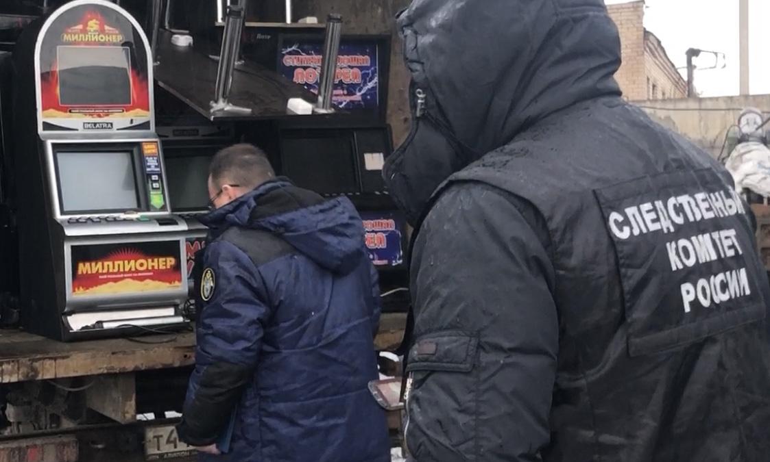 Погрузка изъятых игровых автоматов