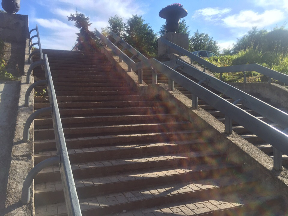 Перила на лестничном спуске с моста