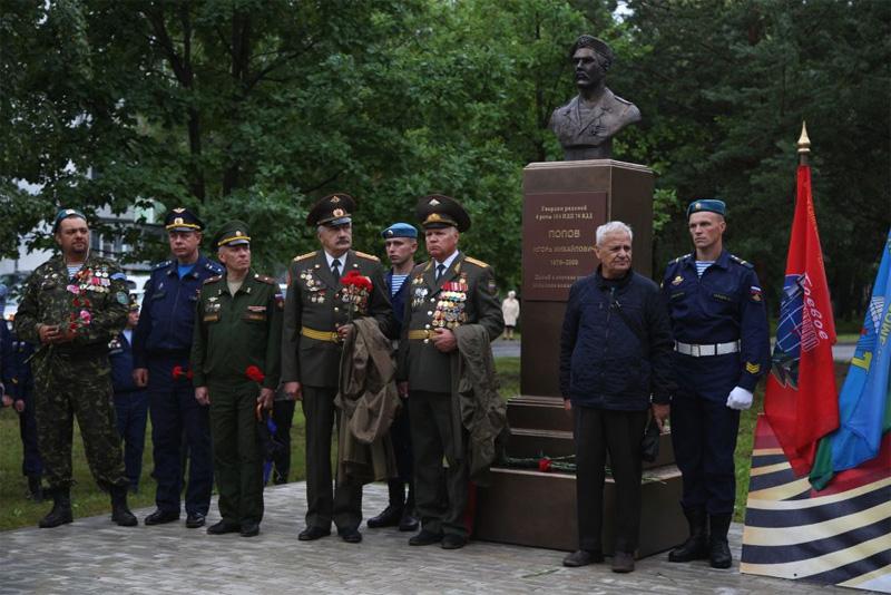 Бюст Игоря Попова в Старой Руссе
