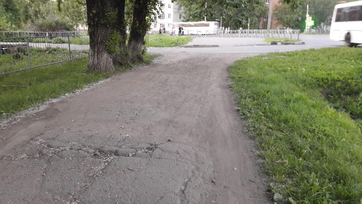 Разбитый тротуар