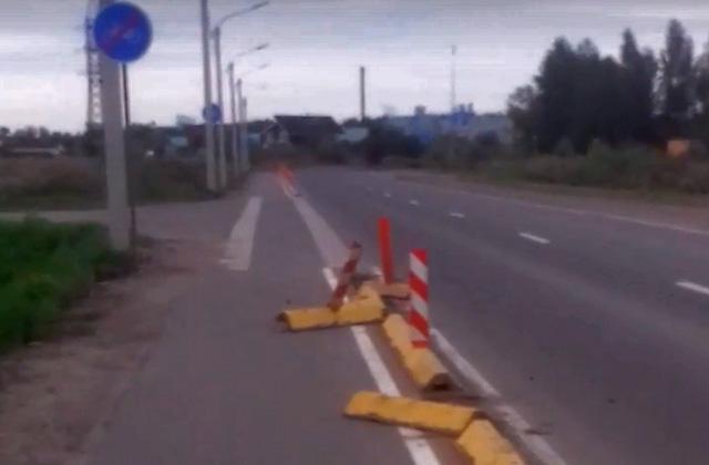 Сломанные ограждения велодорожки