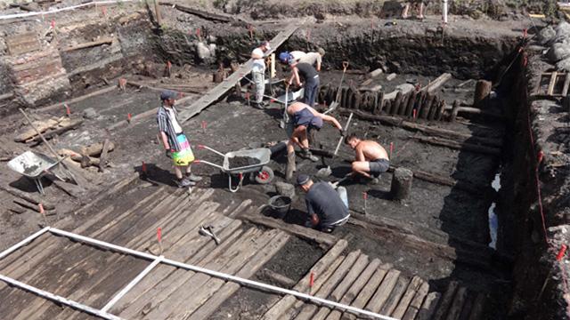На раскопках в Великом Новгороде